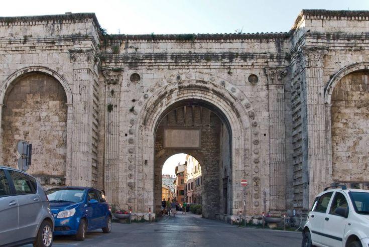 Quartiere - Borgo XX Giugno con Porta S.Pietro