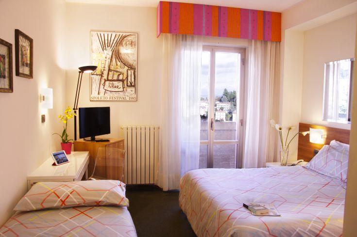 Camera con letto matrimoniale e letto aggiunto