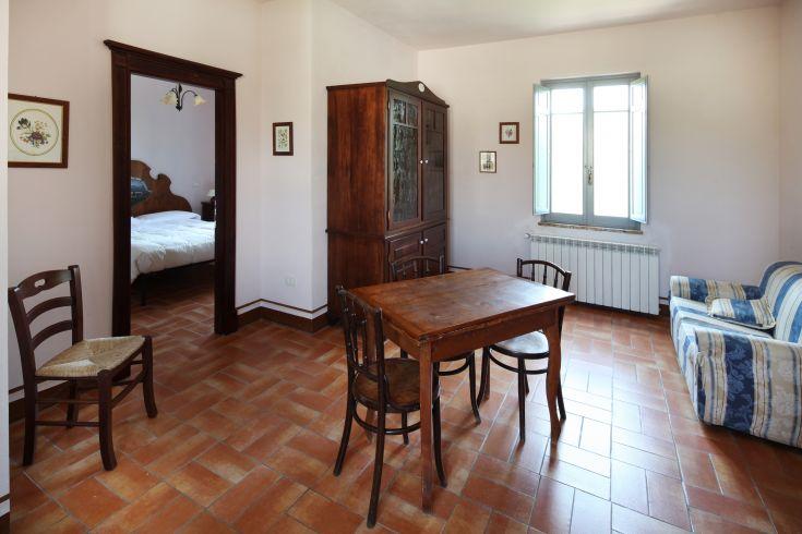 Appartamento da 2 a 4 persone /  unico piano senza scale/ cucina-soggiorno con divano  / camera matrimoniale con possibilità di aggiungere 1 letto singolo / bagno