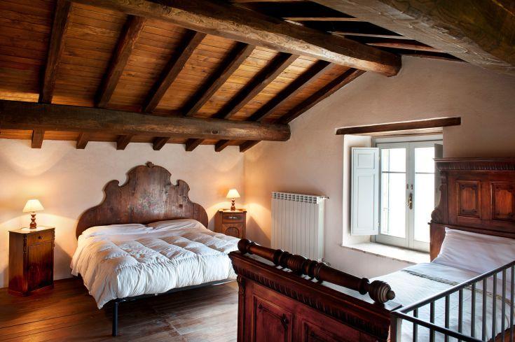 Appartamento da 3 a 4 persone  / su due piani / cucina e soggiorno con divano + bagno al piano inferiore -  camera matrimoniale + 1 letto singolo al piano superiore