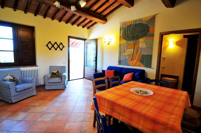This is the living room of the apartment La Civetta, in the Farmhouse Poderaccio, on the 1st floor.