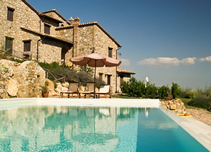 The Farmhouse Fontanelle is on the top of a hill, immersed in nature, in a very panoramic position.