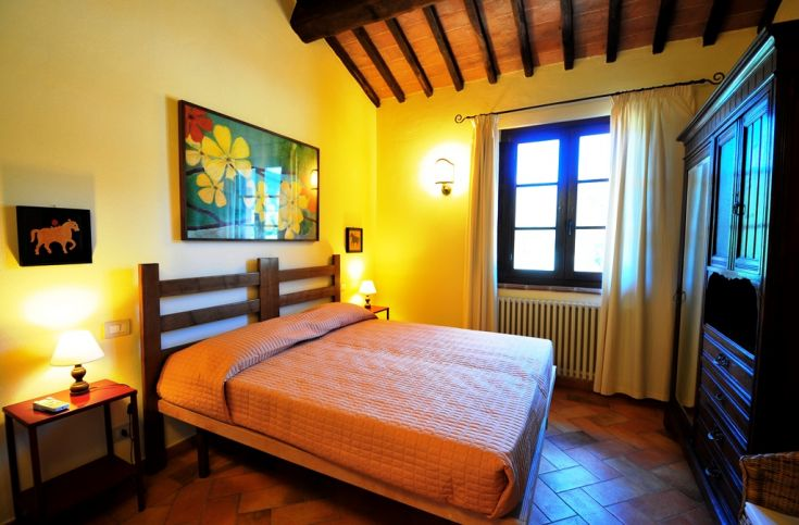 This is one of the bedrooms of the apartment Lo Scoiattolo, in the farmhouse Poderaccio (on the ground floor).