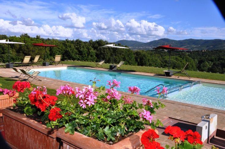 The large and 2-level pool of the Farmhouse Poderaccio.