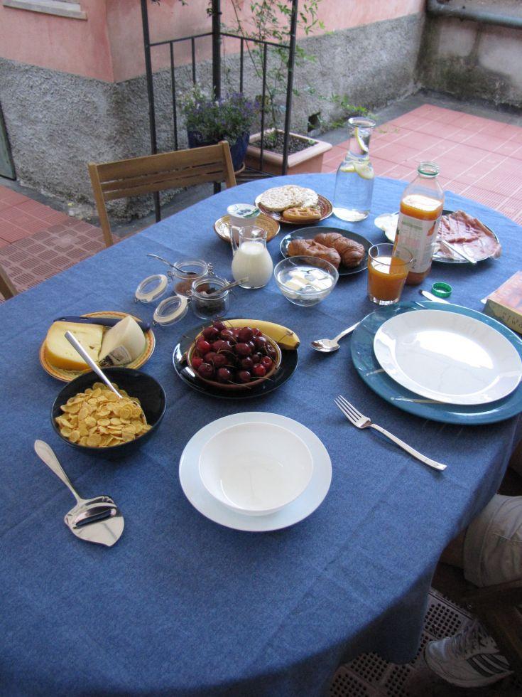 """Casa """"Le tre Muse"""" - colazione sul cortile"""