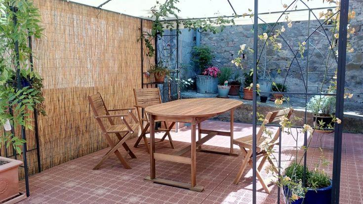 """Casa """"Le tre Muse"""" - cortile, colazione"""