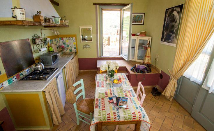 Appartamento La Pineta, sala con angolo cottura