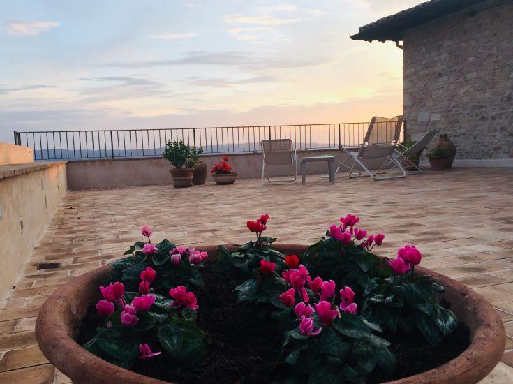 Assisi Al Quattro casa vacanze con esclusiva terrazza panoramica e parcheggio privato nel centro storico di Assisi Umbria Italy