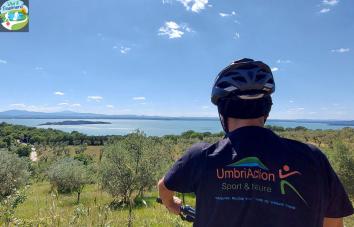 in bici lungo il lago Trasimeno